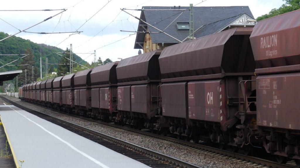 Güterzug durch Bad Breisig. Foto: Christine Müller.